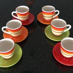 service à café 6 tasses orange rouge verte et blanche